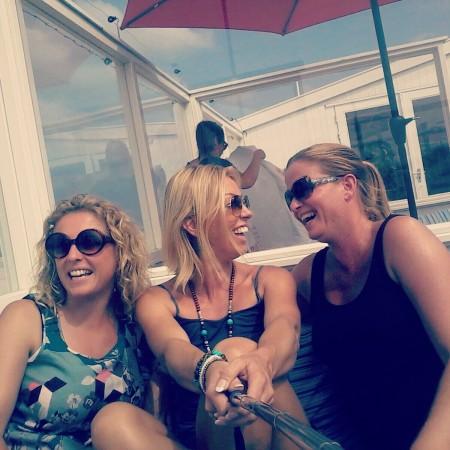 Femke met twee vriendinnen