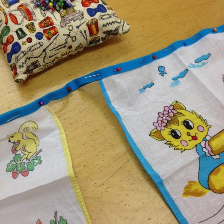 zelfgemaakte zakdoek-slinger in de maak