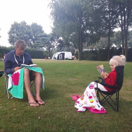 Erikjan en Lena op de camping
