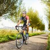 Sjoerd Bakker op de racefiets in de natuur